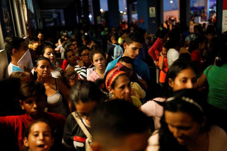 Venezuelan migrants queue at the Ecuadorian Peruvian border service center, to process their documents and be able to continue their journey, in the outskirts of Tumbes, Peru June 14, 2019. Picture taken June 14, 2019. REUTERS/Carlos Garcia Rawlins