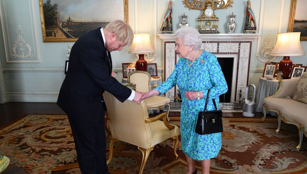 Britain's Queen Elizabeth II welcomes newly elected leader of the Conservative party, Boris Johnson during an audience in Buckingham Palace, London ON jULY 24, 2019, where she invited him to become Prime Minister and form a new government. - Theresa May is set to formally resign on July 24 after taking her final PMQs in the House of Commons with Boris Johnson taking charge at 10 Downing Street on a mission to deliver Brexit by October 31 with or without a deal. (Photo by Victoria Jones / POOL / AFP)        (Photo credit should read VICTORIA JONES/AFP/Getty Images)