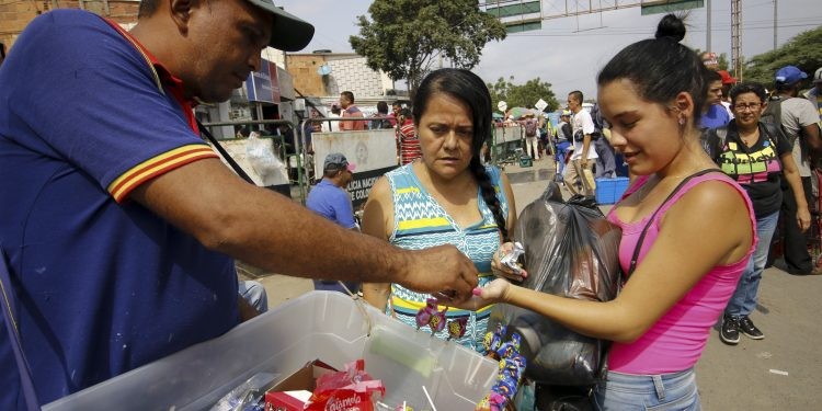 "A woman buys medicines in La Parada neighborhood in Cucuta, Colombia, near the Simon Bolivar International Bridge, on the border with Tachira, Venezuela, on February 8, 2019. - Venezuelans cross to Colombia tu buy groceries due to the shortage in their country. Venezuelan President Nicolas Maduro vowed on Friday not to let in ""fake"" aid from the United States requested by opposition leader Juan Guaido, which is being stockpiled at the border with Colombia. (Photo by Schneyder Mendoza / AFP)"