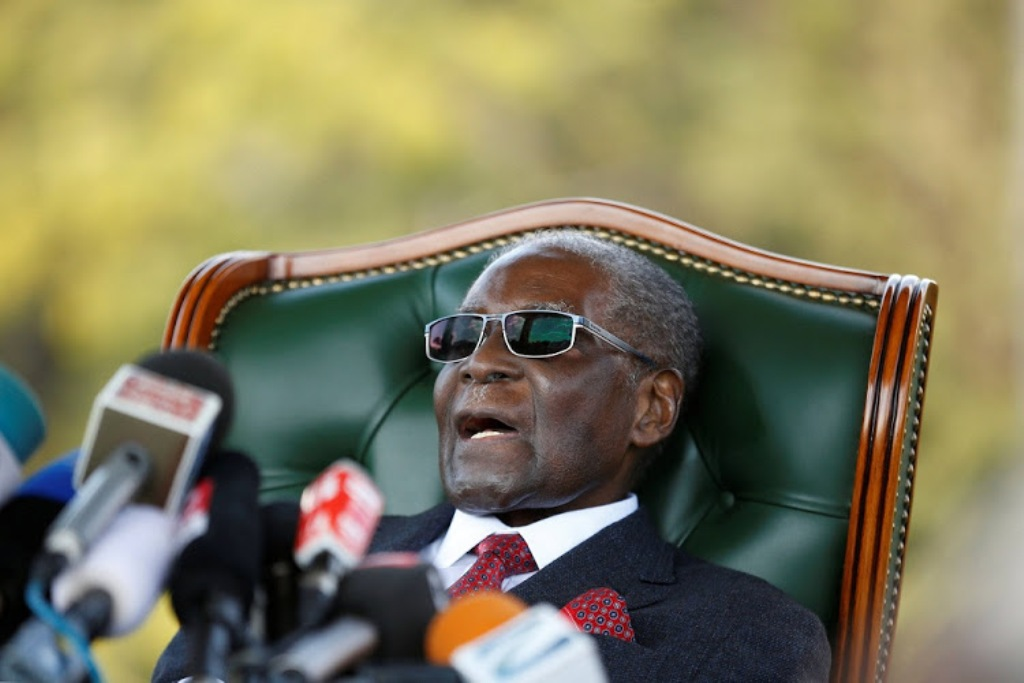 Zimbabwe's former president Robert Mugabe holds a news conference at his private residence nicknamed, ÔBlue RoofÕ in Harare, Zimbabwe, July 29, 2018. REUTERS/Siphiwe Sibeko