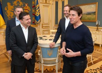 This handout picture taken and released by the Ukrainian Presidential press-service shows President Volodymyr Zelensky (L) talking with US actor and film producer Tom Cruise (R) during their meeting in Kiev late on September 30, 2019. (Photo by STR / AFP)