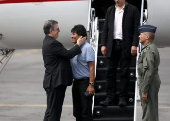 Bolivia's ousted President Evo Morales is welcomed by Mexico's Foreign Minister Marcelo Ebrard during his arrival to take asylum in Mexico, in Mexico City, Mexico, November 12, 2019. REUTERS/Edgard Garrido