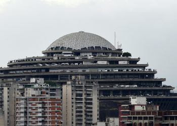 "View of the Bolivarian National Intelligence Service (SEBIN) headquarters, known as ""El Helicoide"", in Caracas, on May 9, 2019. - Edgar Zambrano, a senior leader of the opposition-dominated National Assembly, was detained by Venezuelan intelligence agents Wednesday, in the first arrest of a lawmaker since the failed uprising against President Nicolas Maduro last week. (Photo by STR / AFP)"