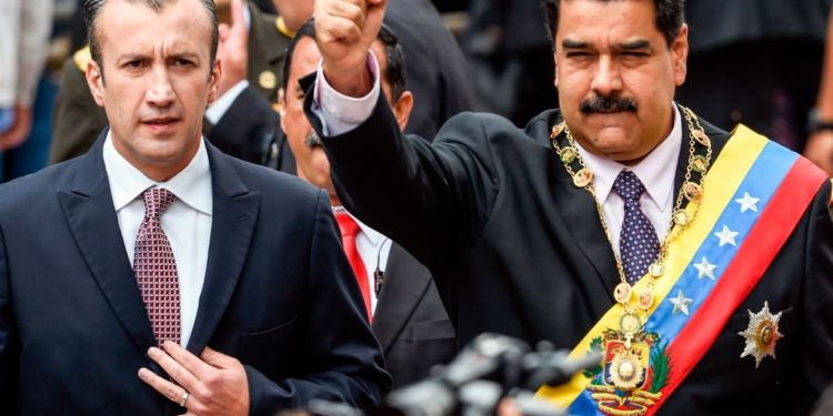Venezuelan President Nicolas Maduro (R) and Vicepresident Tareck El Aissami greet supporters before the ceremony where Maduro will deliver a speech reviewing his year in office at the Supreme Court of Justice in Caracas on January 15, 2017. - Venezuela's leader Nicolas Maduro angered his opponents Sunday by refusing to deliver his annual presidential address in the legislative chamber, fanning tensions in the volatile country. (Photo by JUAN BARRETO / AFP)        (Photo credit should read JUAN BARRETO/AFP via Getty Images)