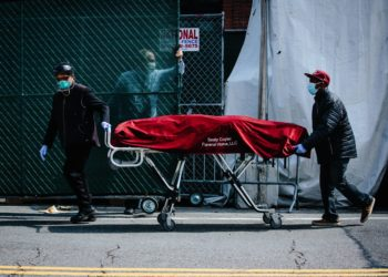 Hospital employees and funeral service employees transfer a body from a temporary mobile morgue, put in place due to lack of space at the hospital, into a funeral home vehicle outside of the Brooklyn Hospital Center in Brooklyn, New York, USA, 08 April 2020. EFE/EPA/Alba Vigaray