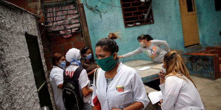 A team consisting of Cuban and Venezuelan healthcare workers take part in an inspection round at the slum of Lidice during the nationwide quarantine due to the coronavirus disease (COVID-19) outbreak in Caracas, Venezuela April 9, 2020. REUTERS/Manaure Quintero