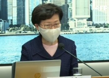 La jefa del ejecutivo de Hong Kong, Carrie Lam. Foto captura de video AFP.