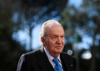 """(FILES) In this file photo taken on February 07, 2018 Spanish former King Juan Carlos I arrives to attend the XII Meeting COTEC Europe """"WORK 4.0, Rethinking the Human-Technology Alliance"""", held at Mafra National Palace, in Mafra. - Spain's former king Juan Carlos, at the centre of an alleged $100-million corruption scandal, has reportedly fled to the Dominican Republic after his shock announcement he was going into exile. Daily newspaper ABC reported on August 4, 2020 that he left Spain and flew to the Dominican Republic via Portugal. (Photo by PATRICIA DE MELO MOREIRA / AFP)"""