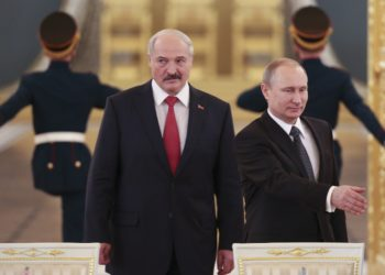 Russia's President Vladimir Putin (R) and his Belarus' counterpart Alexander Lukashenko walk in as they attend a session of the Supreme State Council of the Union State at the Kremlin in Moscow on March 3, 2015. AFP PHOTO / POOL / SERGEI KARPUKHIN        (Photo credit should read SERGEI KARPUKHIN/AFP via Getty Images)