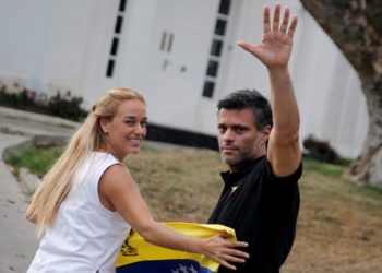 REFILE - ADDING INFORMATION  Venezuelan opposition leader Leopoldo Lopez waves to the media next to his wife Lilian Tintori, at the residence of the Spanish ambassador in Caracas, Venezuela May 2, 2019. REUTERS/Manaure Quintero NO RESALES. NO ARCHIVES