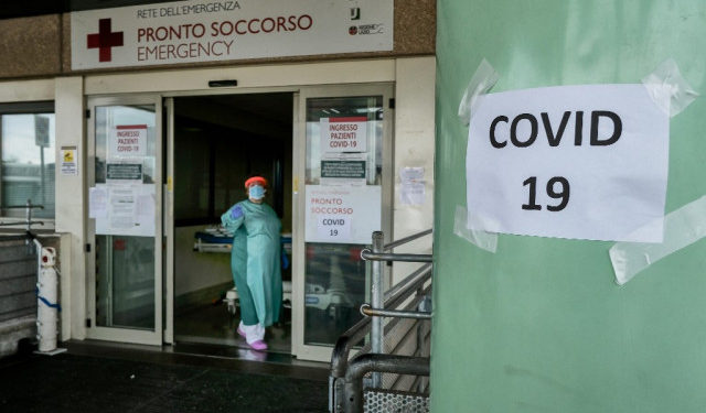 A medical worker stands at the main emergency access, which also admits people with COVID-19 at the Policlinico di Tor Vergata hospital in Rome on November 12, 2020. - The Italian government imposed tighter restrictions on another five regions on November 10 as it tries to stem escalating new cases of coronavirus, while still resisting a nationwide lockdown. (Photo by ANDREAS SOLARO / AFP)