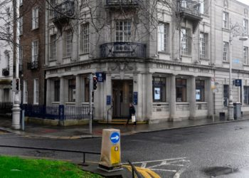 Dublin (Ireland), 19/02/2021.- A pedestrian passes by a branch of Ulster Bank in Dublin, Ireland, 19 February 2021. Irish lender NatWest on 19 February 2021 confirmed it was withdrawing its brand Ulster Bank from the Republic of Ireland market. (Irlanda) EFE/EPA/AIDAN CRAWLEY