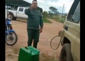 Militar Bolívar gasolina. Foto captura de video.