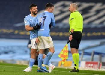 Manchester City's English midfielder Phil Foden (C) leaves the pitch after being substituted off for Manchester City's Argentinian striker Sergio Aguero during the UEFA Champions League second leg semi-final football match between Manchester City and Paris Saint-Germain (PSG) at the Etihad Stadium in Manchester, north west England, on May 4, 2021. - Manchester City won the match 2-0. (Photo by Paul ELLIS / AFP)