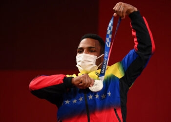 Silver medallist Venezuela's Julio Ruben Mayora Pernia poses on the podium for the victory ceremony of the men's 73kg weightlifting competition during the Tokyo 2020 Olympic Games at the Tokyo International Forum in Tokyo on July 28, 2021. (Photo by Vincenzo PINTO / AFP)