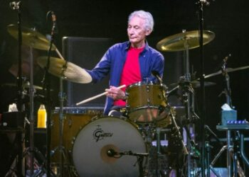 """(FILES) In this file photo taken on July 28, 2019 The Rolling Stones drummer Charlie Watts performs on stage during their """"No Filter"""" tour at NRG Stadium in Houston, Texas. - Charlie Watts, drummer with legendary British rock'n'roll band The Rolling Stones, died on August 24, 2021 aged 80, according to a statement from his publicist. (Photo by SUZANNE CORDEIRO / AFP)"""